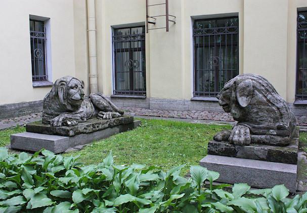 Keskustelevat leijonat | Bess Hardwick | Kulkuri.org