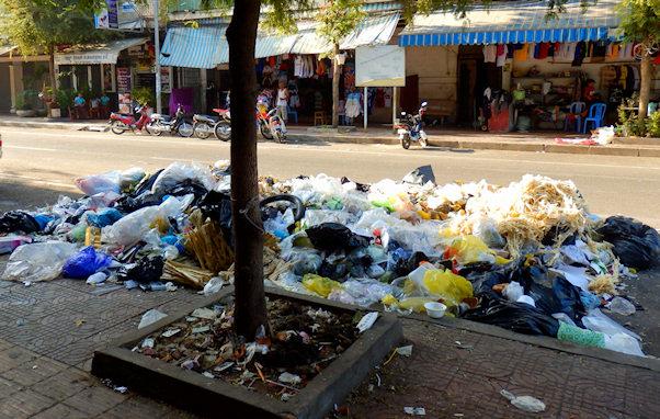 Roskaa Phnom Penin kaduilla | Maija Kauhanen | kulkuri.org