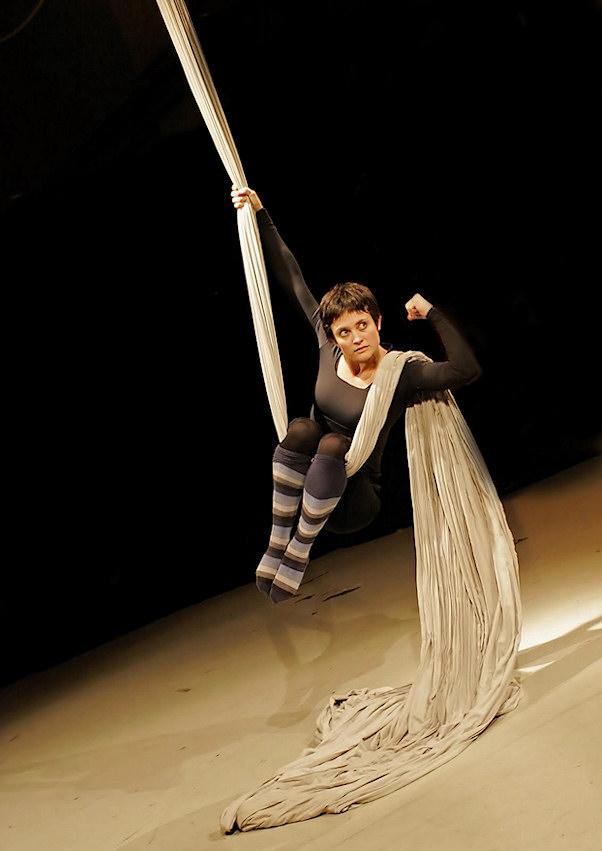 Heini työssään sirkuksessa   Cristophe Trouilhet   kulkuri.org