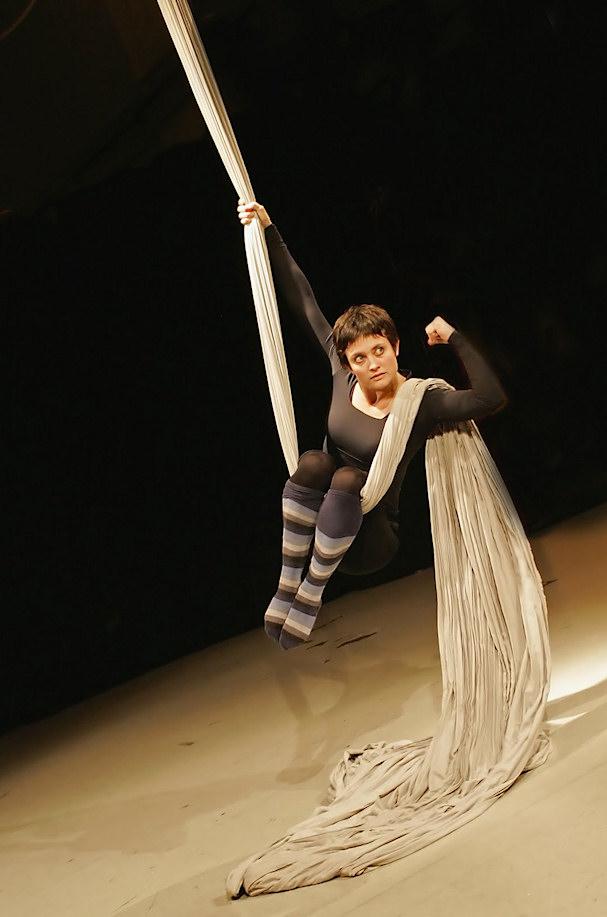 Heini työssään sirkuksessa | Cristophe Trouilhet | kulkuri.org