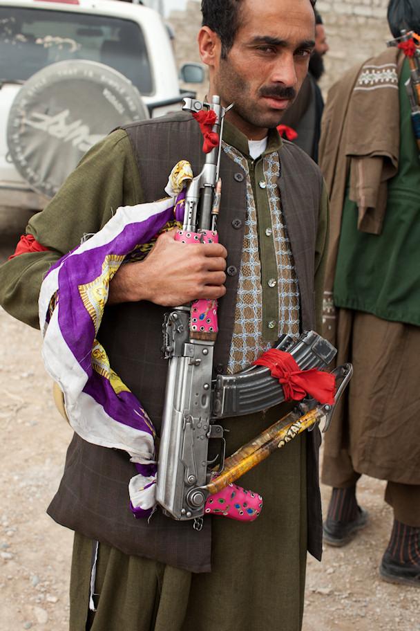 Koristeltu AK-47   © Michael Yon   Kulkuri.org