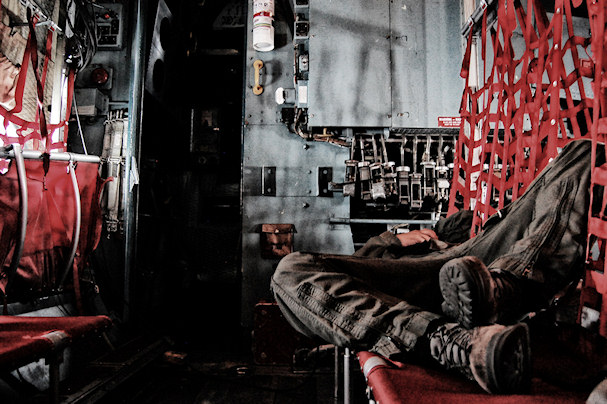 Kolumbia, ilmavoimat, sotilas nukkuu | Diego Bernal  | Kulkuri.org