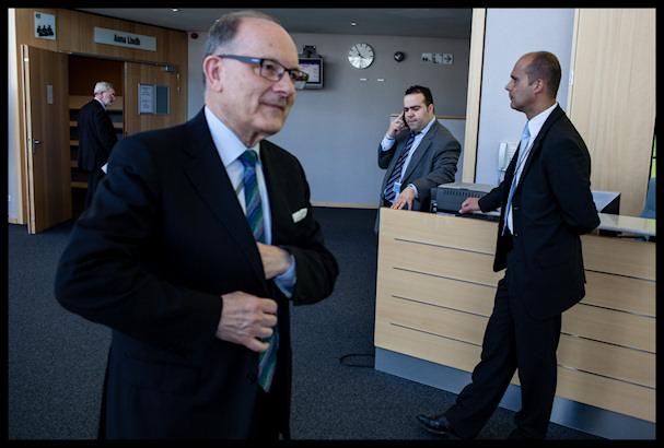 Jälleen yksi poliitikko tekemässä mitä poliitikot tekevät - politiikkaa   Kristof Vadino   Kulkuri.org