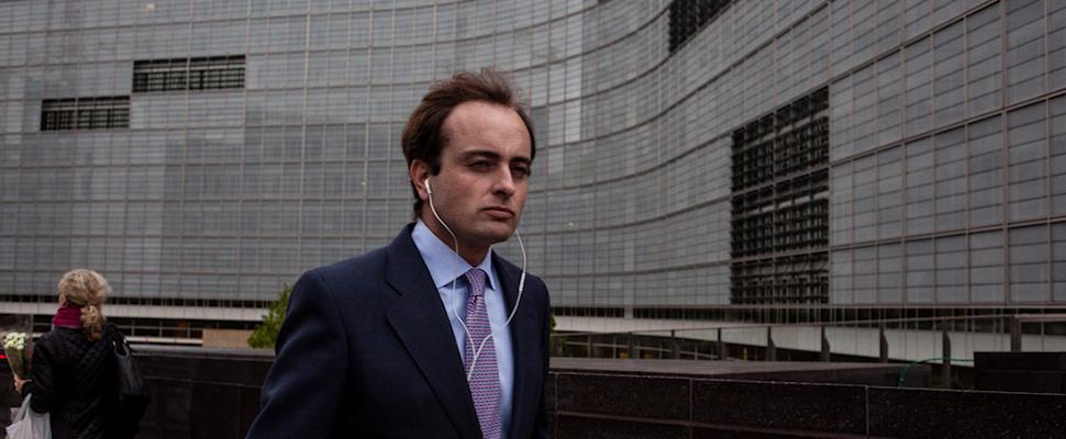 Kävelevä puku Brysselissä, Belgiassa | Kristof Vadino | Kulkuri.org