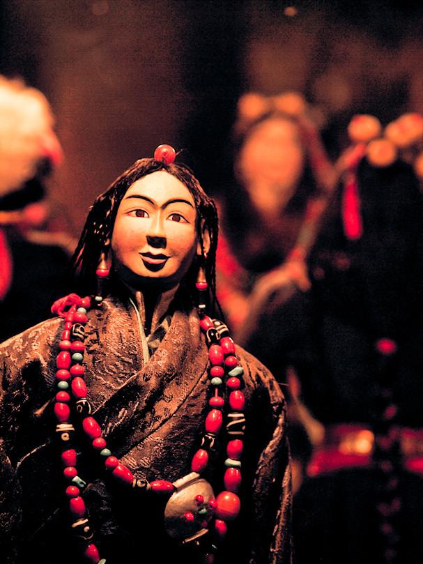 Pelottava nukke. Antropologia. Dharamsala, Himachal Pradesh, Intia | Sebastian Buchner | kulkuri.org