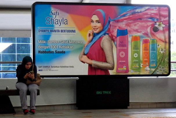 Hijab-huivi, shampoo, eurooppalainen huivikeskustelu tuntuu vähän lapselliselta | Maija Kauhanen | kulkuri.org