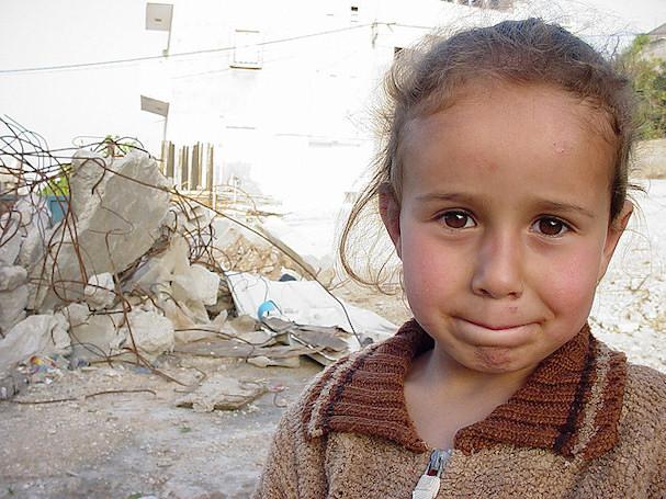 Pikkutyttö palestiinalaisella pakolaisleirillä | Joel Carillet | kulkuri.org