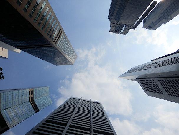 Singaporen pilvenpiirtäjiä, vasemmalla ei mitenkään halpa hotelli | Maija Kauhanen | kulkuri.org