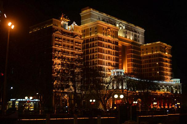 Halvat (tai kalliit) hotellit ovat joskus ainoa järkevä vaihtoehto yöllä uudessa kaupungissa | public domain | kulkuri.org