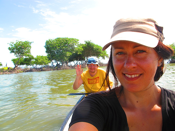 Kolmossivun kulkuri Jenni Belizessä ja joku söpö jannu vilkuttaa taustalla | Reissausta ja ruokaa | kulkuri.org