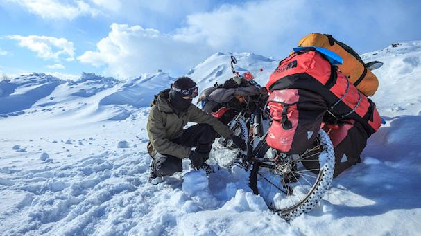 Zaharis polkupyörineen Pohjois-Norjan hangilla | Zaharis.com | Kulkuri.org