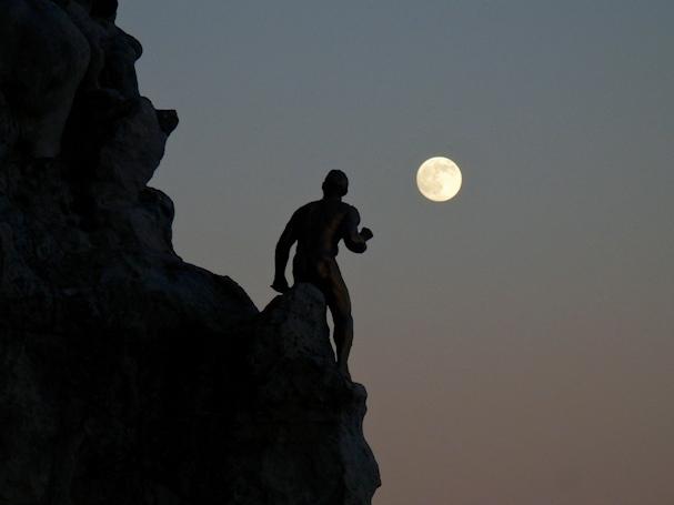 Miradour de Santa Catarina, Atlantin valtameren yllä patsas tavoittelee täysikuuta - Maija Kauhanen - kulkuri.org