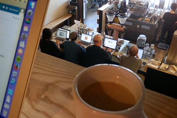 Kahvia ja rakas MacBook denveriläisessä diginomadien kahvilassa - Maija Kauhanen - Kulkuri.org