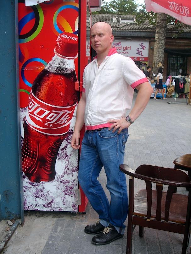 Kiinalainen Coca-Cola-automaatti Pekingissä - Riiko Sakkinen - Kulkuri.org