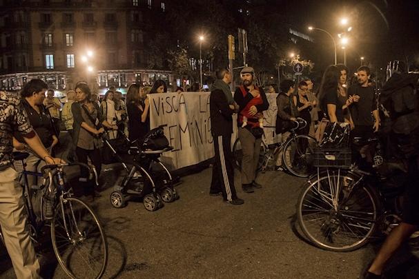 Feministinen mielenosoitus barcelonan yössä - Saana Heinänen - Kulkuri.org