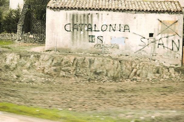 Irti Espanjasta, Katalonian itsenäisyyskamppailu seinään sutattuna - Saana Heinänen - Kulkuri.org