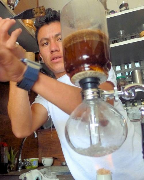 Fat Cat Coffee House ja guatemalalaiset kahvit sifonissa valmistettuna