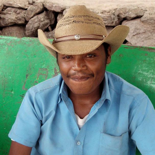 Nicaragualainen mies hattu päässä - (CC) Lon&Queta - kulkuri.org